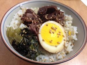 イノシシの角煮と煮卵丼