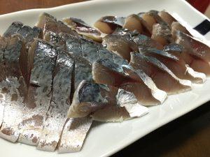しめ鯖を食べる